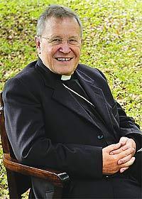 Uno se pregunta licitamente ¿cómo puede ser Cardenal de la Iglesia?