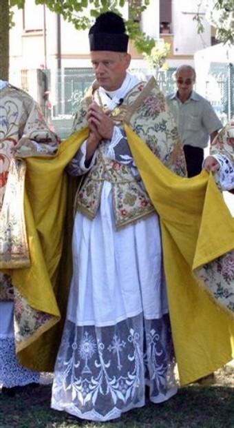 El Concilio Vaticano II ha sido peor que una herejia, ya que significa tomar una parte de la verdad, hacerla absoluta y negar el resto