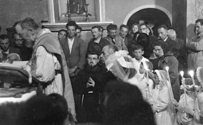 Padre Pio celebrando Misa en San Giovanni Rotondo - final