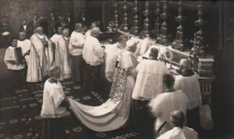 San Pio PP. X celebrando Misa